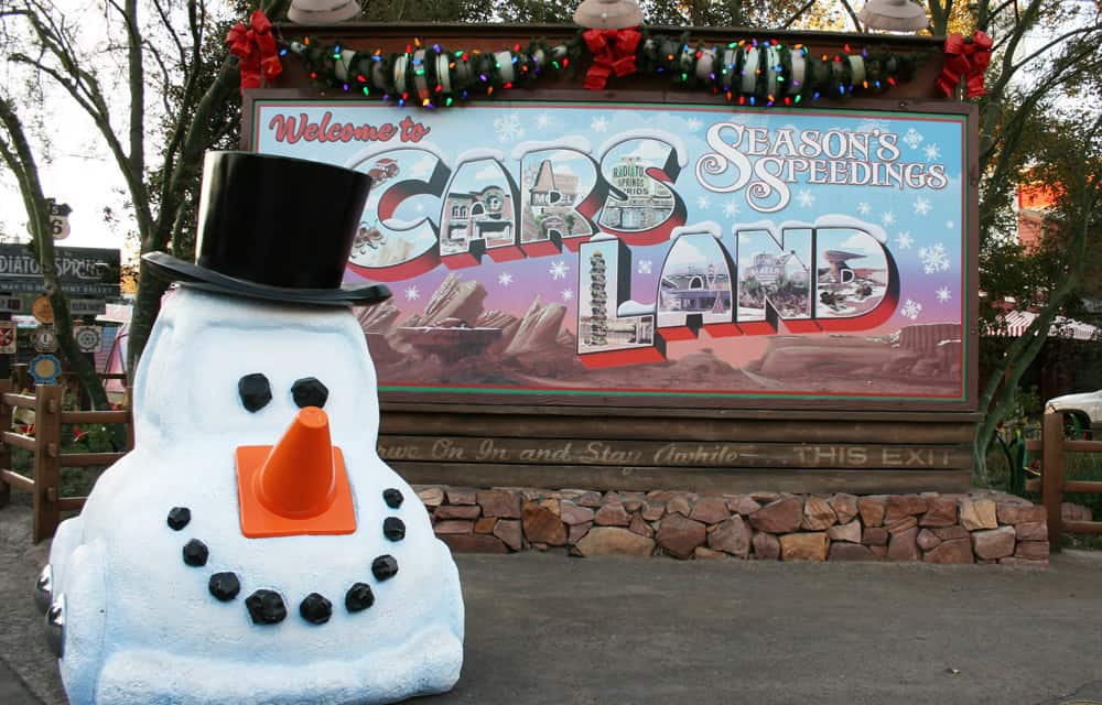 Looking for all the tips on meeting characters at Disneyland during the holiday season? I'm sharing where to find Mickey & Minnie, other Disney characters dressed for Christmas and where to find Santa at Disneyland! These time saving tips will guide you on how to meet n' greet, parade tips to see Disney characters in winter wear and where to get souvenir autographs at the Disneyland resort in California.