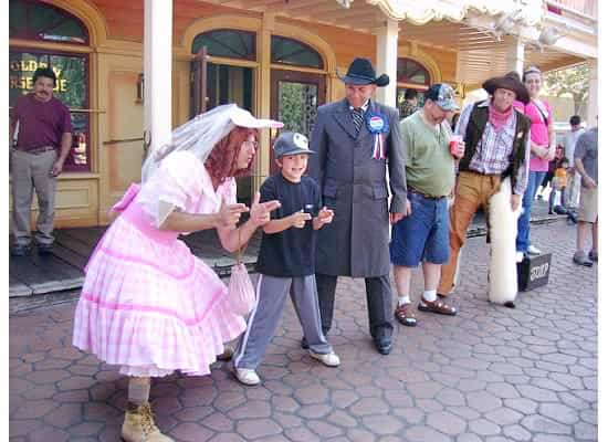 Wondering what there is to do at the Disneyland parks are you've done all the rides and big shows? Check out this list of fantastic ideas that will add lots of magic to your California Disney experience! (many of them are totally free!) #Disneyland