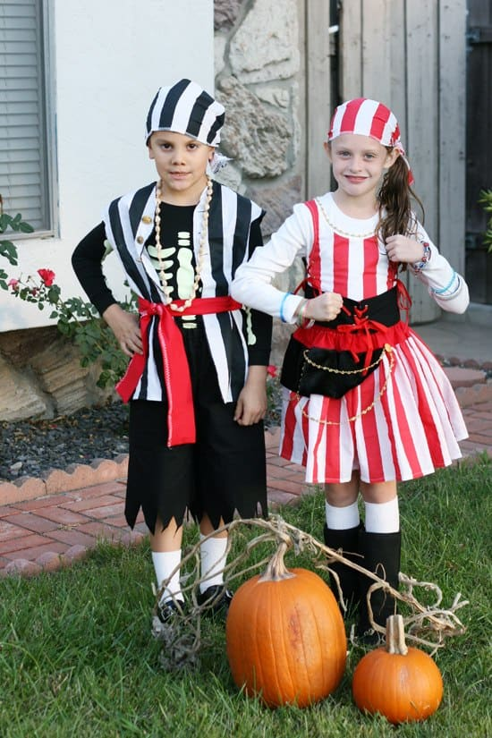 Dozen of Halloween Costume Ideas with Tips & Tricks on How to Make Your Own Costumes on a Budget