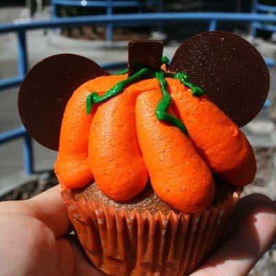 Favorite Food Friday – Disneyland #Halloweentime Pumpkin Spice Cupcake