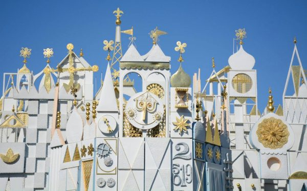 Pregnant at Disneyland? This guide gives the tips on what to ride & what to skip at the California theme park.