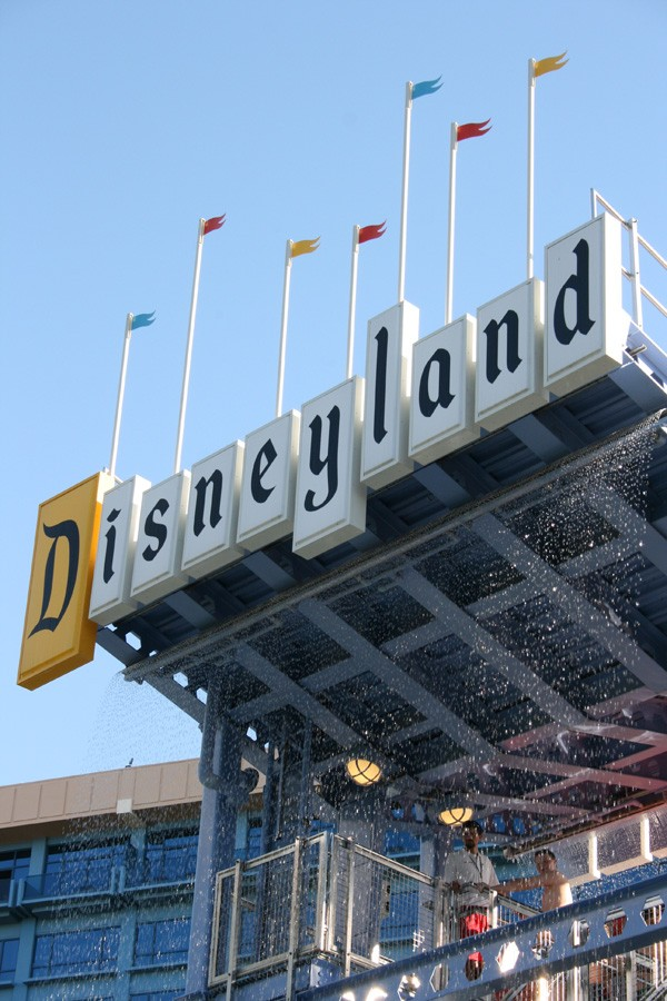 Disneyland Resort Vs. Good Neighbor Hotels