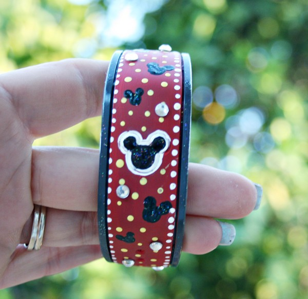Decorating MagicBands - Customizing the Magic with Paint