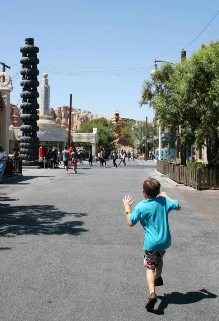 Follow these insider tips for your first two hours at Disneyland & Disney's California Adventure park and maximize your time!