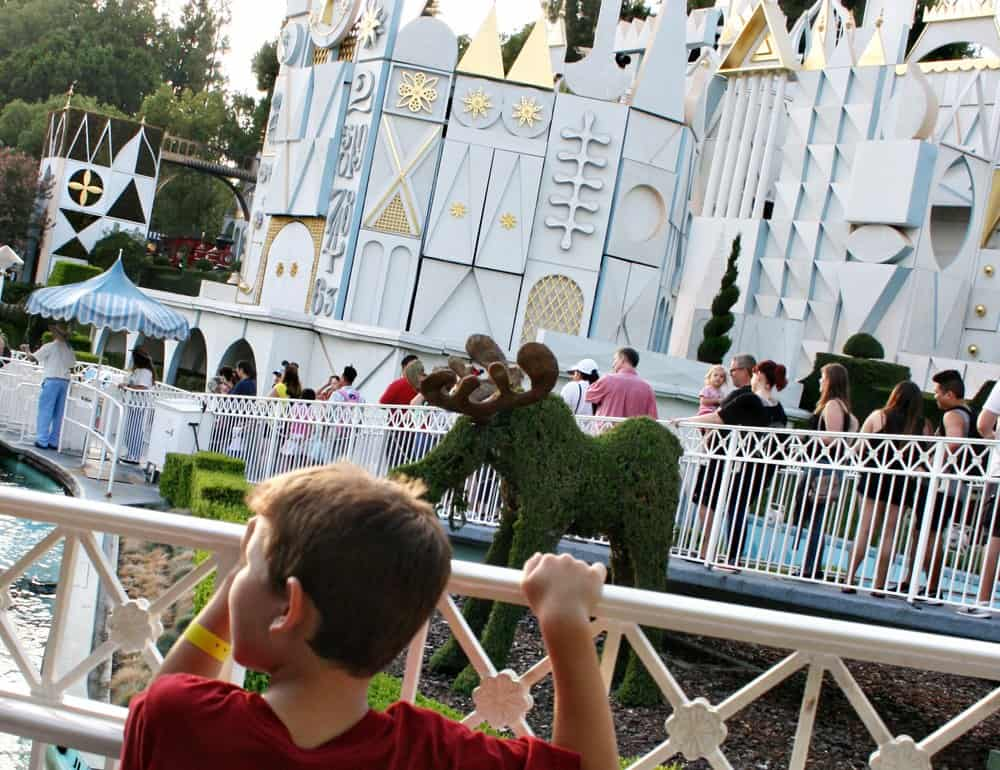Waiting in line at Disney can't always be avoided but here are 12 constructive ways to spend the time in queue that will entertain and occupy your family (lots of ideas for keeping toddlers and kids busy in line at Disney parks!)