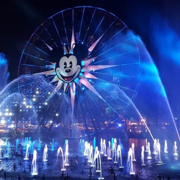 Planning your first Disney vacation and not sure where to start? These are the top 5 things to do before your Disneyland or Disney World trip. #Disneyland #DisneyWorld