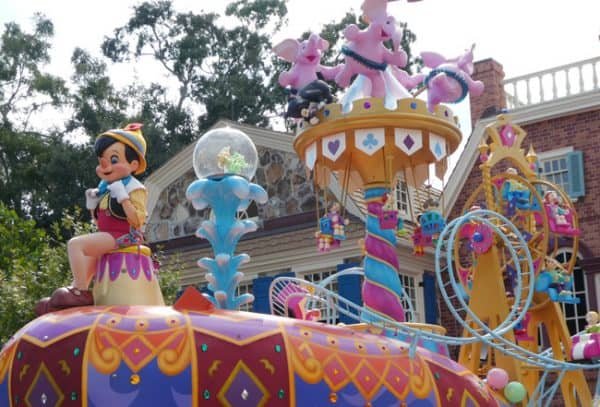 Toddlers at Magic Kingdom? Here's your Walt Disney World guide including what attractions are best, where to eat and what to pack with you for the day.