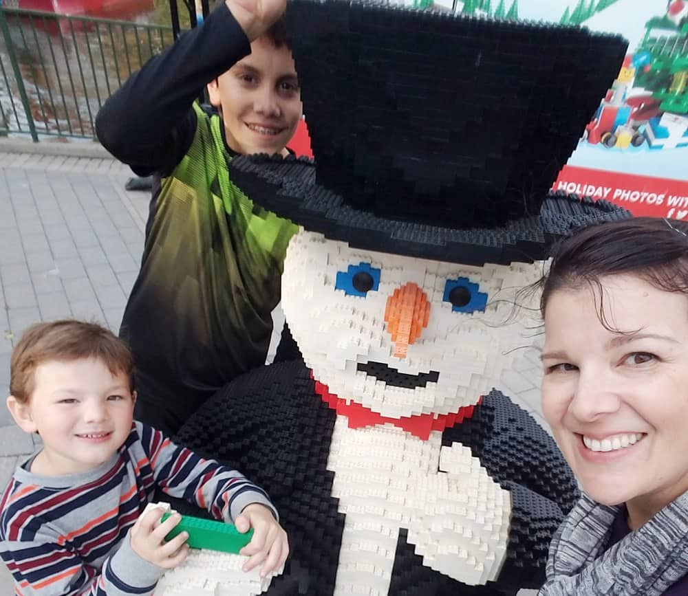 Celebrate the holidays at LEGOLAND in California with seasonal shows, treats and LEGO-sized Christmas touches around the park!