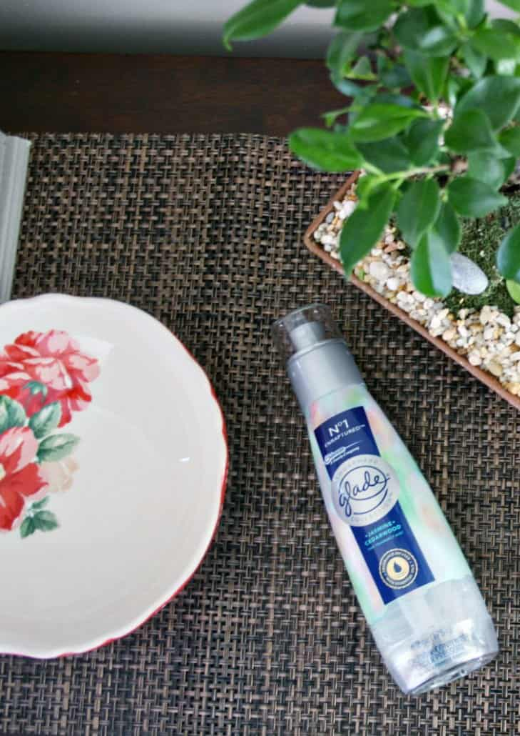 My DIY entry way tutorial helps to put me in the right mood the moment I walk inside the front door. Find out what to use, including fragrance, to add joy into your every day. #GladeFineFragranceMist #ad