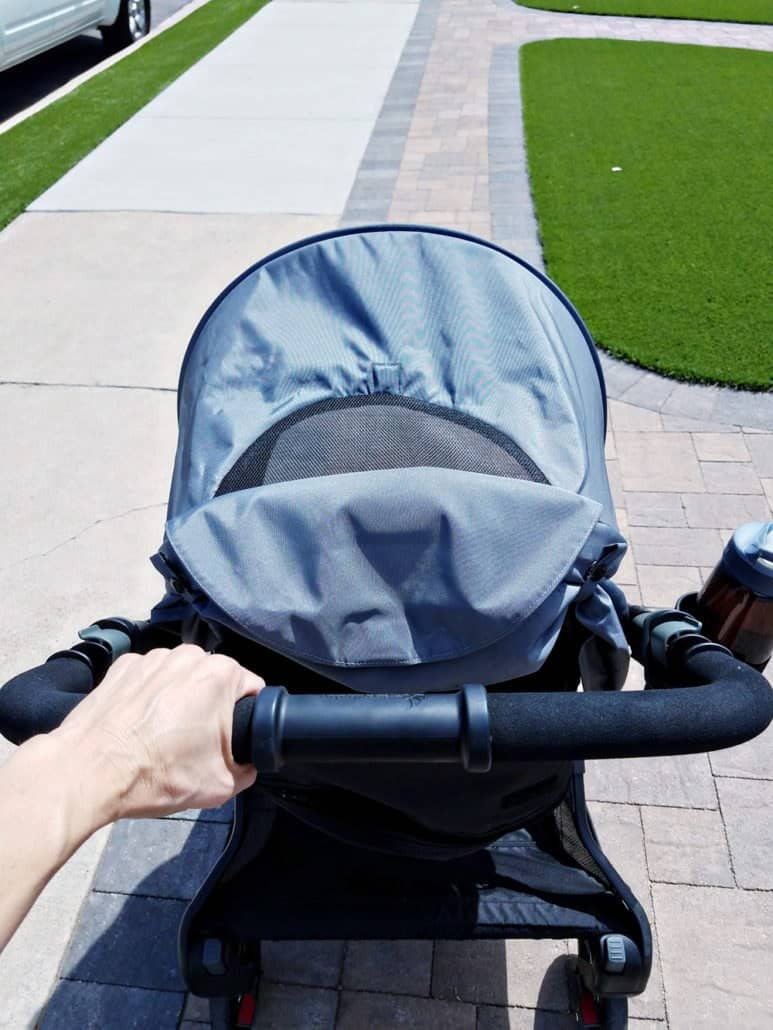 Read these 6 tips for walking with your baby including what to bring with you, where to go and choosing the perfect stroller. #Exercise #NewMom #Ergobaby #LoveCarriesOn