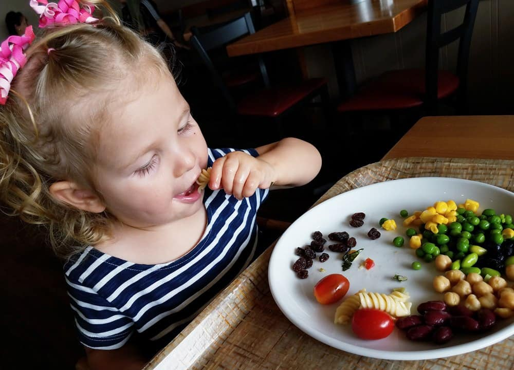 If your vacation plans include eating out in restaurants, these are the must-know travel dining hacks with kids! Tips include the best products to pack and lots of helpful (device-free!) tips for families!