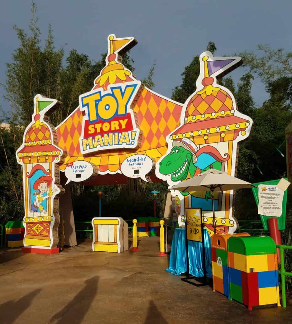The Ultimate Guide to Toy Story Land with kids includes tips on getting on the best rides, what to eat and where the most popular photo ops. #ToyStoryLand #TMOM #TMOMDisney #ToyStory #HollywoodStudios #Florida #Orlando #TravelwithKids #FamilyTravel