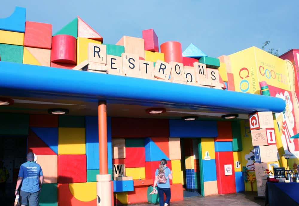 The Ultimate Guide to Toy Story Land with kids includes tips on getting on the best rides, what to eat and where the most popular photo ops are at this new Disney World land inside Hollywood Studios.